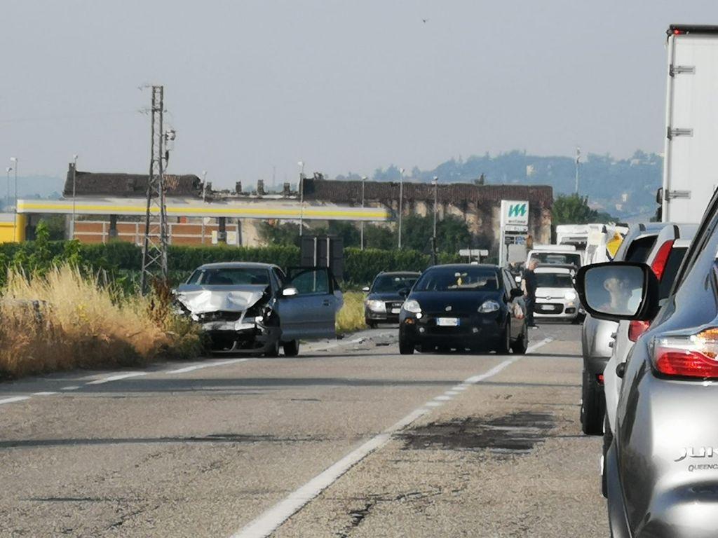 Incidente sulla strada provinciale tra Casale e Villanova