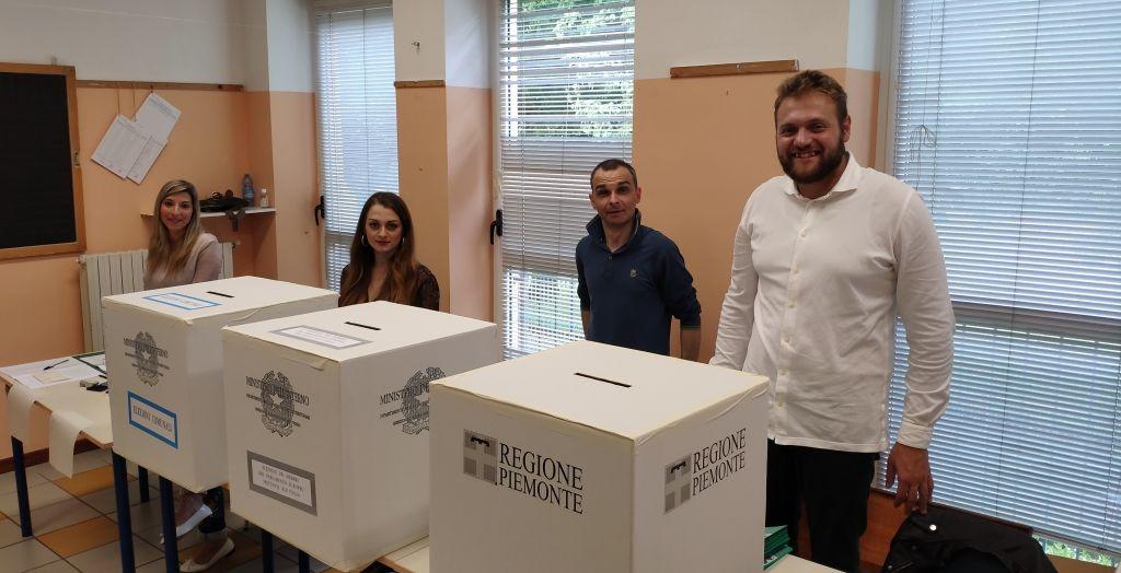 Election Day: l'affluenza alle urne alle ore 12. A Casale ha votato il 22,54%. Code alla IV Novembre e folla alla Dante
